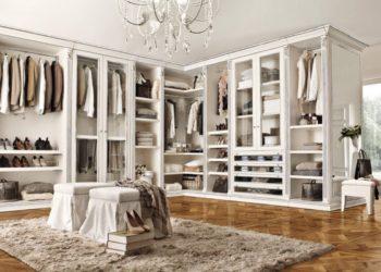Угловая гардеробная в классическом стиле