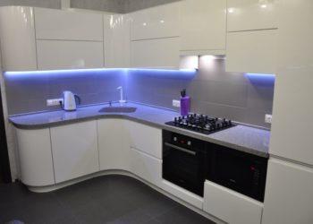 Белая кухня из эмали
