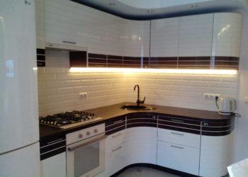 Угловая кухня из белой эмали